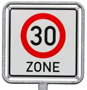 Es gilt eine Geschwindigkeitsbegrenzung beim Fahrrad, z. B. in 30-er Zonen.