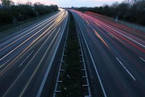 Bei der Geschwindigkeitsmessung am fahrenden Auto oder stationär erfolgen.