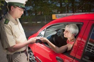 Nach einer Geschwindigkeitsmessung durch eine Lichtschranke kann auch ein Fahrverbot folgen.