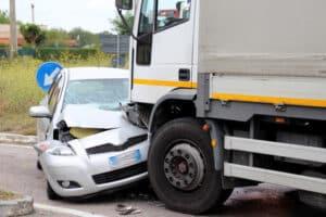 Bei einem Unfall kann grobe Fahrlässigkeit fatal sein.