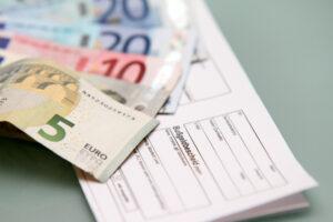 Handeln Sie den Vorgaben der StVO für den grünen Pfeil zuwider, müssen Sie mit einem Bußgeldbescheid rechnen.