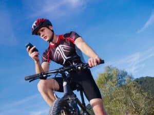 Mit dem Handy auf dem Fahrrad