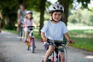 In Deutschland existiert auch keine Helmpflicht für Kinder.