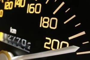 Welche Höchstgeschwindigkeit muss mit dem PKW eingehalten werden?