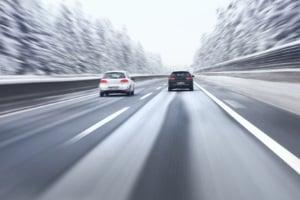 Die angegebene Höchstgeschwindigkeit auf Winterreifen sollte nicht überschritten werden.