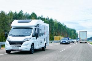 Höchstgeschwindigkeit beim Wohnmobil: Das zulässige Gesamtgewicht ist entscheidend.