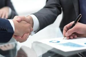 Die Versicherungsgesellschaft legt die Höhe der Versicherungsprämie normalerweise selbst fest.