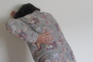 Was sind immaterielle Schäden? Auch Rückenschmerzen nach einem Unfall gehören dazu.