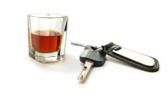 Auch Inhaber von einem Klasse-A-Führerschein müssen sich an die gesetzlichen Promillegrenzen halten.