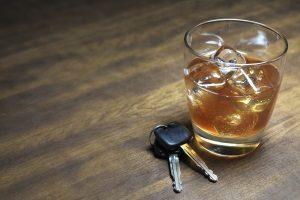 Der Nachweis über kontrolliertes Trinken kann zum Bestehen der MPU beitragen.