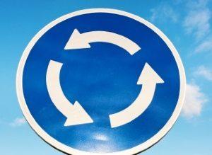 Im Kreisverkehr ist das Halten immer verboten.