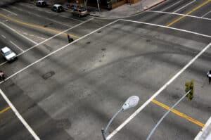Wenn Autofaherer die an Kreuzungen geltende Vorfahrt nicht beachten, können schwere Unfälle folgen.