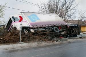 Bei der Ladungssicherung eines Lkw ist vor allem das Ladegewicht entscheidend.