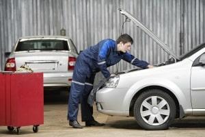 Eine Leistungssteigerung beim Auto durch Tuning sollte bei seriösen Werkstätten stattfinden.
