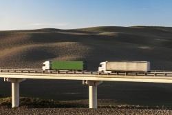 Fahrer sollten sich unbedingt an den Mindestabstand beim LKW halten, um Unfälle zu vermeiden.