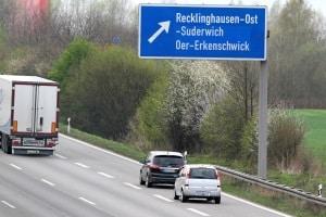 Mindestabstand: Auf der Autobahn droht ein Bußgeld, wenn Sie ihn unterschreiten.