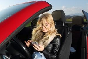 Mobile Blitzer mittels spezieller Warner-Apps aufspüren: Zulässig oder nicht?