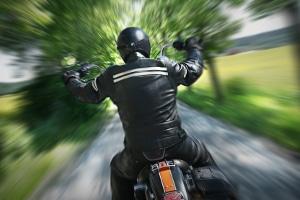 Mit dem Motorrad geblitzt? Von vorne ist der Fahrer oft nicht zu erkennen.