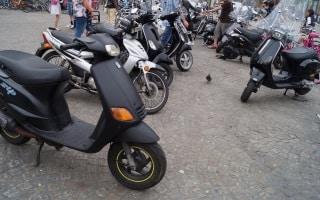 Motorräder: Auf dem Gehweg verboten.