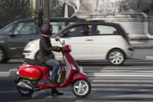 Auch für den Motorroller gilt der Führerschein AM.