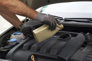 So wichtig der Schmierstoff für Fahrzeuge auch ist: Hinterlässt ein Auto eine Ölspur, passiert ein Unfall schnell.