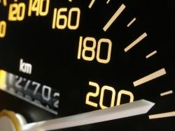 Um eine Ordnungswidrigkeit handelt es sich auch, wird mit überhöhter Geschwindigkeit gefahren.