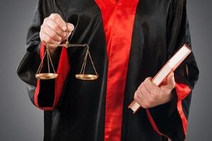 Eine Ordnungswidrigkeit wird nicht so hart bestraft wie eine Straftat.