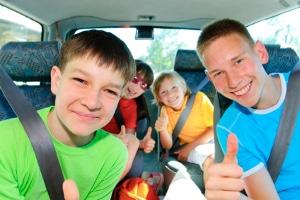 Was ist bei der Personenbeförderung im Kraftfahrzeugen an Bestimmungen zu beachten?