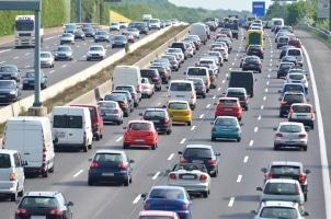 Die PKW-Maut auf deutschen Autobahnen soll auch von Ausländern gezahlt werden.
