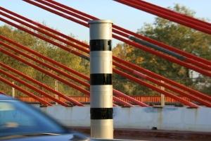 Bei der stationären Geschwindigkeitsmessung ist der PoliScan Speed Tower sehr beliebt.
