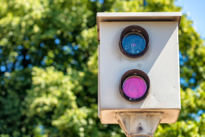 Wie lässt sich eine private Geschwindigkeitsmessung durch Unternehmen aufdecken?