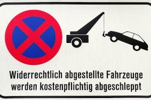 Schlimmstenfalls kann Sie der Besitzer von einem Privatparkplatz abschleppen lassen.