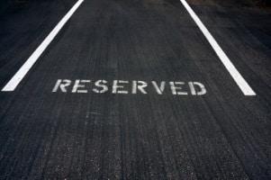 Ist der Privatparkplatz zugeparkt, ist der Ärger groß.