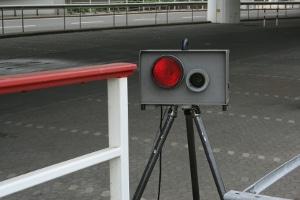 Bei einer Radarkontrolle können mobile sowie feste Geräte eingesetzt werden.