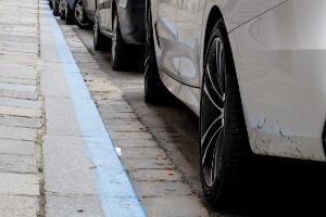 Um bei Reifen das jeweilige Alter maximal ausnutzen zu können, sollten Sie Ihr Kfz ab und an umparken.