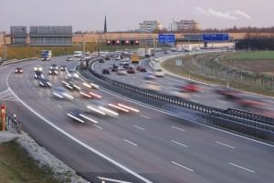 Je nachdem, wie viele Spuren eine Autobahn hat, ist die Rettungsgasse entsprechend zu bilden.