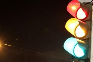 Rote Ampel überfahren und geblitzt: Können Sie Einspruch einlegen?