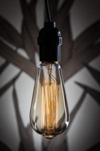 Glühbirnen funktionieren anders als Scheinwerfer mit Xenon-Füllung.