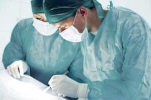 Schmerzensgeld bei einer Beckenringfraktur: Ist eine Operation nötig, kann die Entschädigung höher ausfallen.