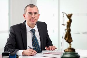 Ein Anwalt kann Ihnen helfen, ein mögliches Schmerzensgeld zu berechnen.