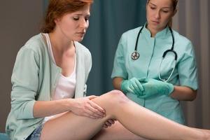Es muss je nach Einzelfall entschieden werden, wie viel Schmerzensgeld bei einer Prellung am Knie fällig wird.
