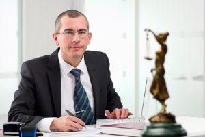 Schriftliche Verwarnung mit Verwarnungsgeld: Bei der Anhörung dazu kann ein Anwalt helfen.