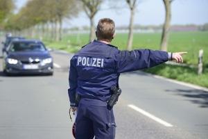 Vermutet die Polizei, dass Sie Drogen konsumiert haben, kann sie Sie aus dem Verkehr ziehen und einen Schweißtest durchführen.