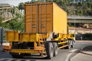 Eine Sicherheitsprüfung bei LKW ist wichtig, um die Verkehrssicherheit zu gewährleisten.