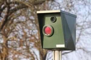 Stationäre Blitzer: Ihre Funktionsweise richtet sich nach der einzusetzenden Messtechnik.