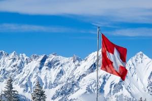 Sie haben einen Strafzettel aus der Schweiz erhalten? Hier erfahren Sie, ob Sie diesen bezahlen müssen.