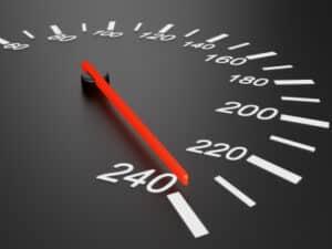 Das Tachometer muss eine gültige Eichung bei der Geschwindigkeitsmessung durch Nachfahren haben.