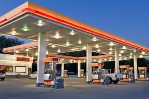 Tankstellen im Ausland haben keine einheitlichen Bezeichnungen für Diesel und Benzin.