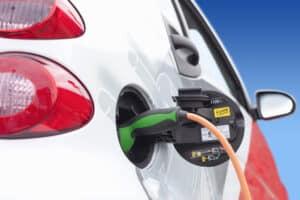 Tankstellen in der Nähe bieten häufig auch alternative Kraftstoffe an.