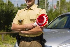 Bei Polizeikontrollen kann es für Temposünder teuer werden.